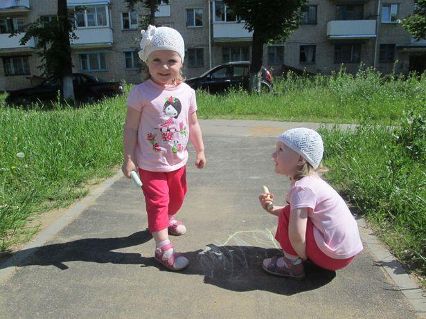 Близнецы Диарина и Элина. Фото: Татьяна Некрашевич.