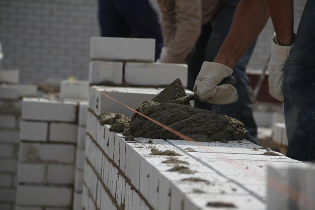 В Барановичах проходит областной конкурс на лучшего каменщика. Фото Дмитрия Макаревича