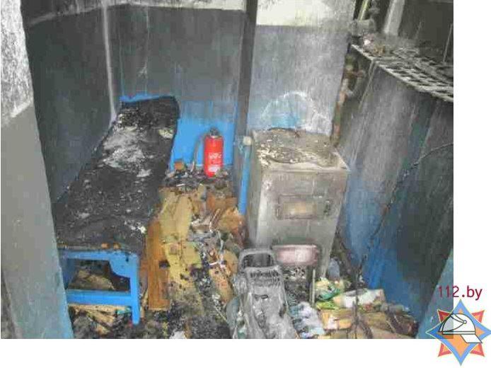 По одной из версий, пожар начался из-за неосторожного обращения с огнем пострадавшего