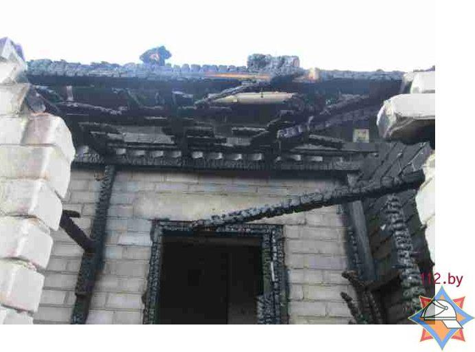 Огонь повредил перекрытия здания