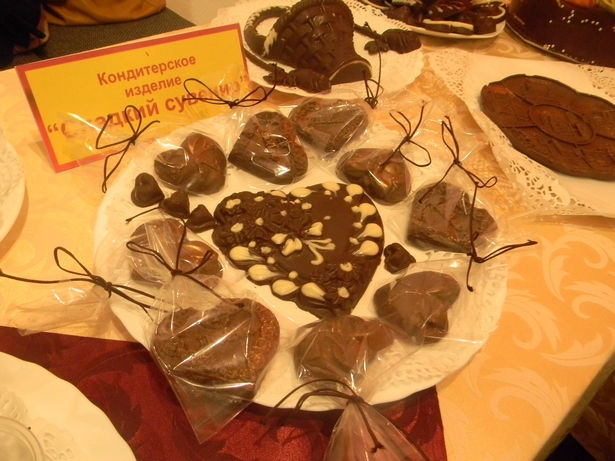 На открытии выставки можно было увидеть и шоколадные сувениры, изготовленные на Барановичском хлебозаводе. Фото Ольги Широкоступ INTEX-PRESS