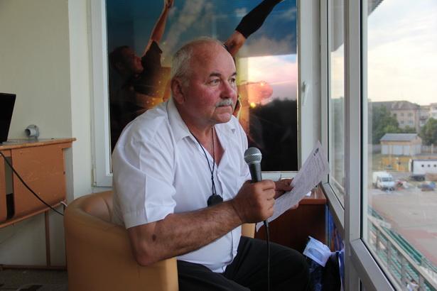 Владимир Майсюк 20 лет комментировал матчи барановичской команды, а после увольнения присутствует на трибунах как обычный болельщик.