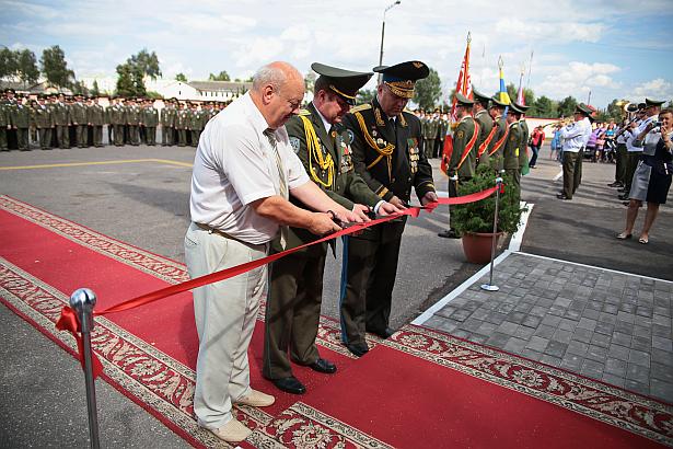 Открытие памятного знака Самолет МиГ-29 учебно-боевой