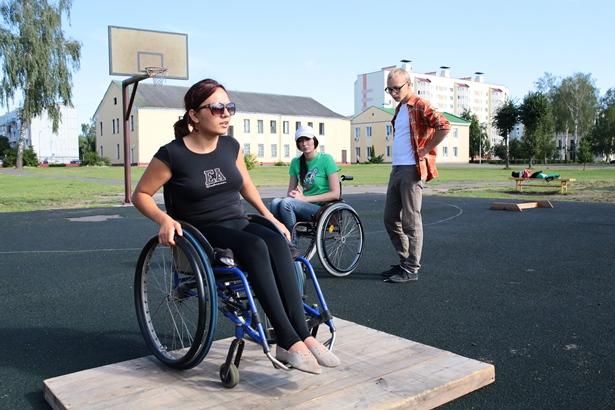 Инструктор из Украины Карина принимает участие в работе лагеря уже 15 раз