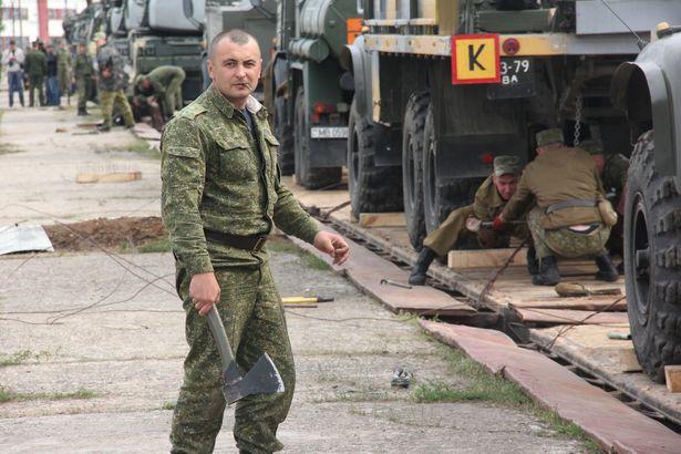 На протяжении двух дней военнослужащие закрепляли боевую и вспомогательную технику. Фото Александра Трипутько