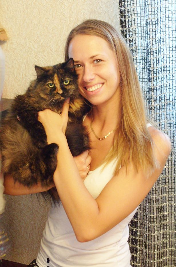 Екатерина Ермашева с кошкой Мишель, которая нашлась спустя месяц после пропажи.
