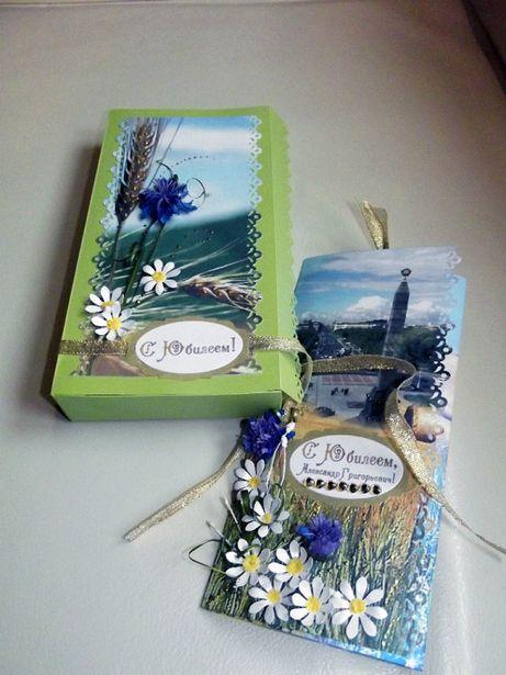 Подарочный комплект президенту: открытка в украшенной коробке.Фото из социальной сети.