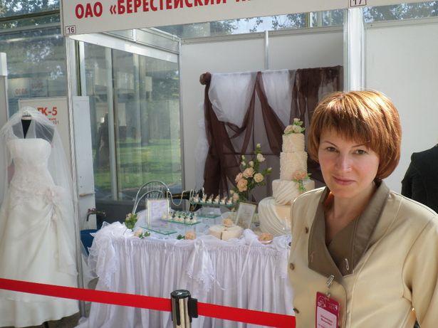 Валентина Шиленкова на экспозиции выставки. Конкурсные работы участников выставки. Фото из архива Барановичского хлебозавода.