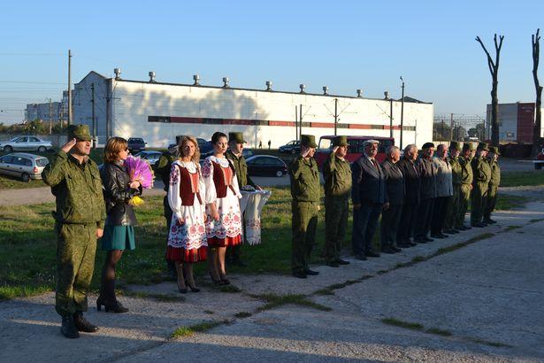 Поздравить военнослужащих пришли ветераны. Фото из архива 120-й ЗРБР