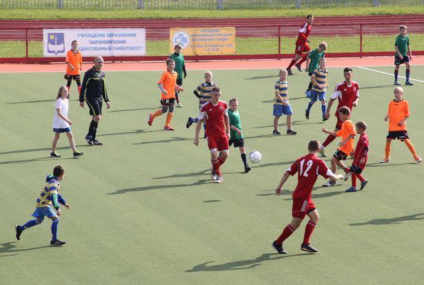 Численное преимущество - на стороне юных футболистов.Фото: Александр Трипутько.