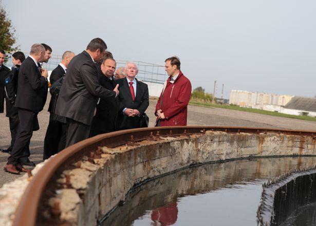 Члены делегации ЕБРР ознакомились со структурой очистных сооружений. Фото: Дмитрий МАКАРЕВИЧ.