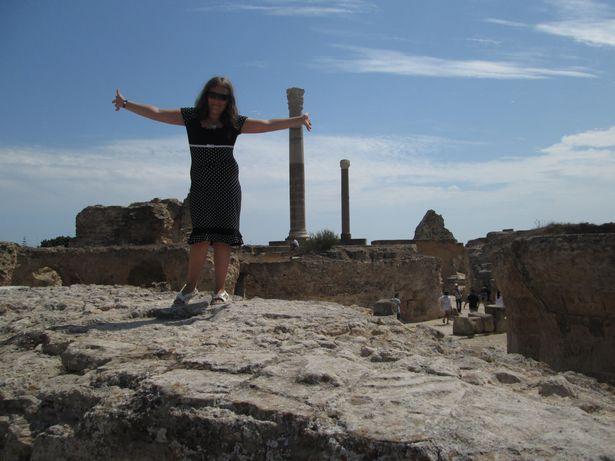Мария Некрашевич на наиболее сохранившихся развалинах Карфагена – термах Антонина. Это один из крупнейших курортных комплексов 146–162 годов, площадью 1,8 га. Август 2014 года.