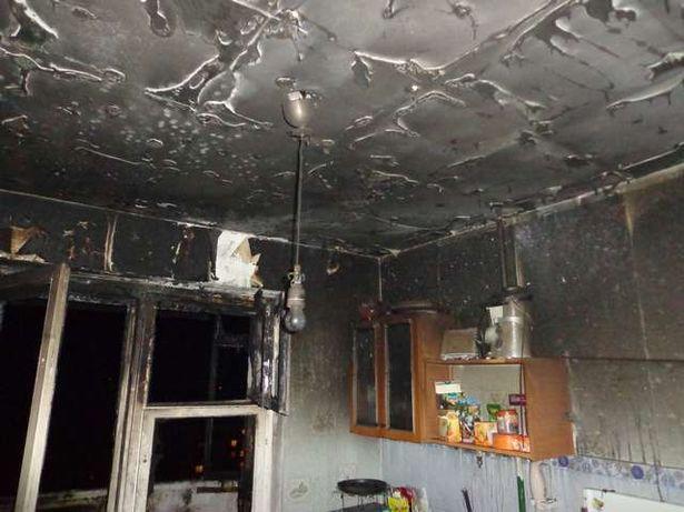 Стены и потолок на кухне закопчены. Фото: Михаил МАТЯС, Барановичский ГРОЧС