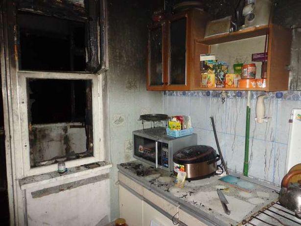 Огнем повреждена кухня. Фото: Михаил МАТЯС, Барановичский ГРОЧС