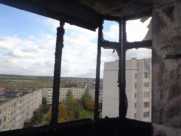 Балкон выгорел полностью. Фото: Михаил МАТЯС, Барановичский ГРОЧС