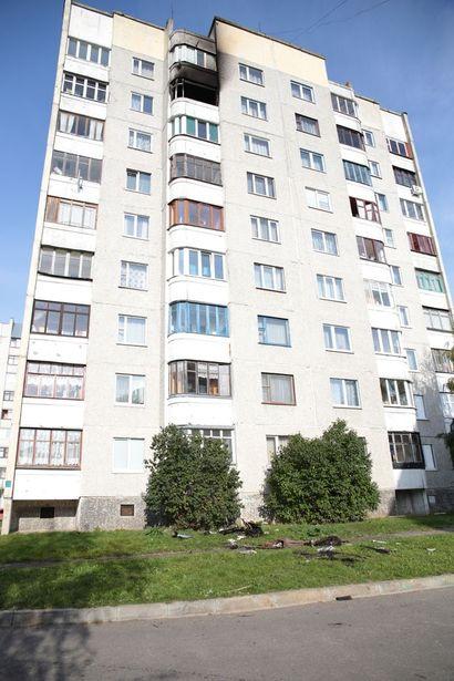Два балкона повреждены огнем из-за детской шалости. Фото: Дмитрий МАКАРЕВИЧ