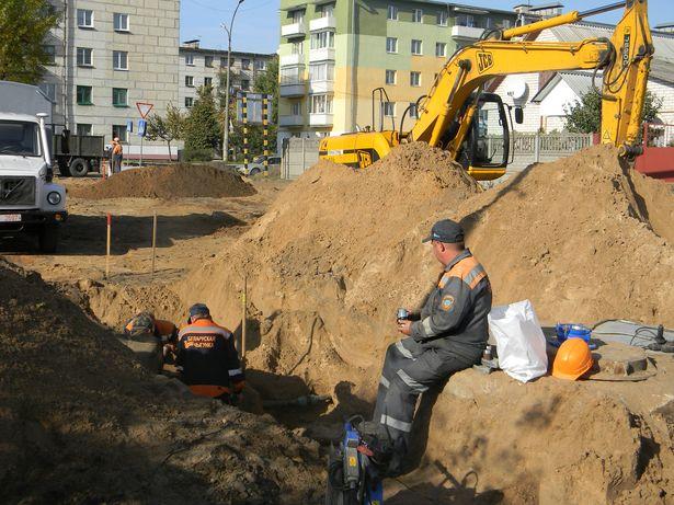 Прокладка ливневой канализации. Фото: Артем ГАРБАЦЕВИЧ.