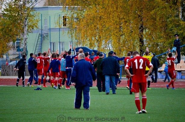 После матча. Фото со страницы официальной группы  ФК Жлобин ВКонтакте.