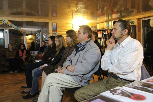"""10 кастрычніка адбыўся паказ знакамітай амерыканскай кінакарціны """"12 раз'юшаных мужчын"""" у перакладзе на беларускую мову."""