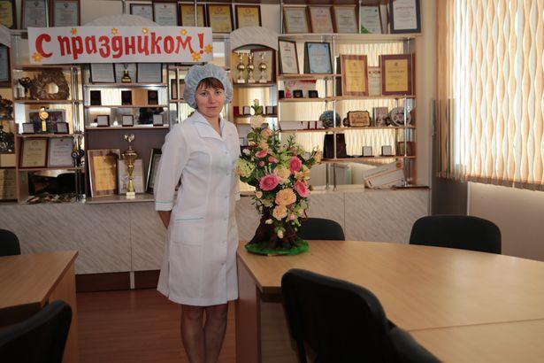 Цветы на сладком пне, созданные Валентиной Шеленковой, невозможно отличить от настоящих.