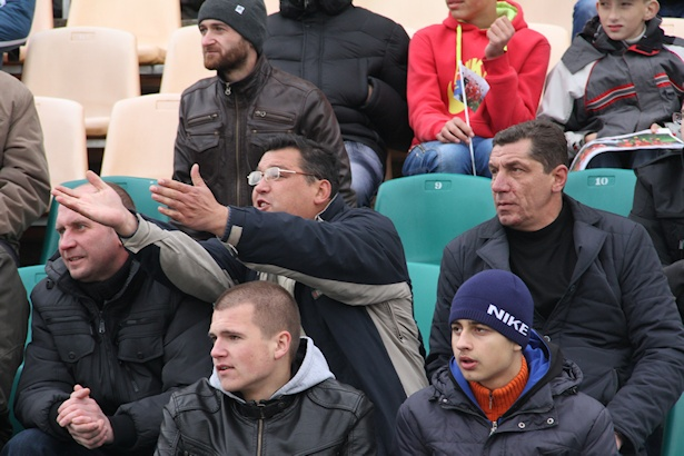 Зрители на матче ФК Барановичи - ФК Ждановичи. Фото: Александр ТРИПУТЬКО.