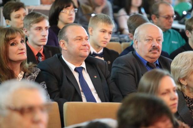 Городские власти поздравили педагогов и учащихся Лицея №1
