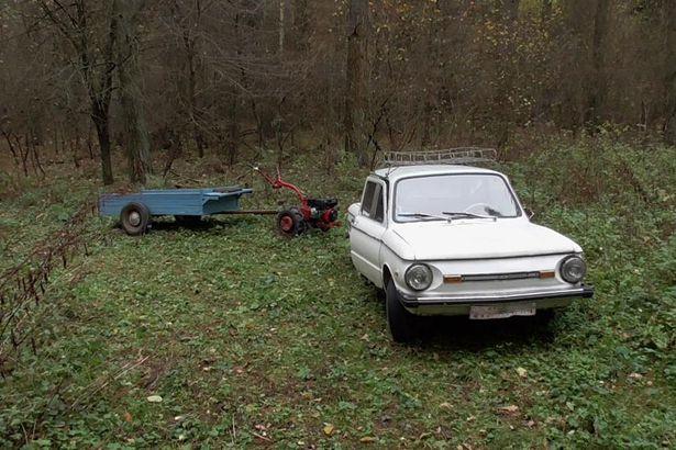 Мужчины прихватили в лес мотоблок. Фото межрайонной Барановичской инспекции охраны животного и растительного мира при президенте РБ.