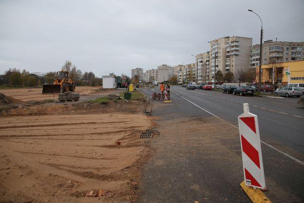Парковка у озера Жлобинское – первый шаг на пути запланированной реконструкции магазина «ДДМ».
