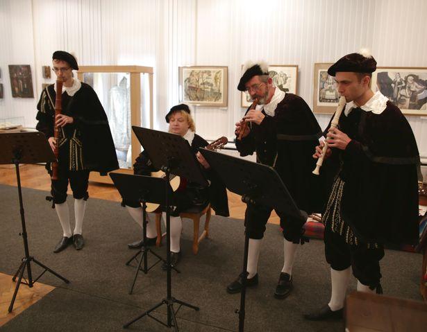 Ансамбль средневековой музыки Контрданс