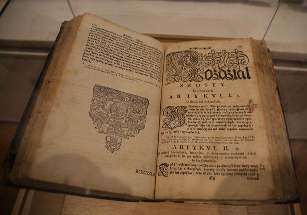Экспонат выставки. Статут Великого Княжества Литовского 1694 года издания.