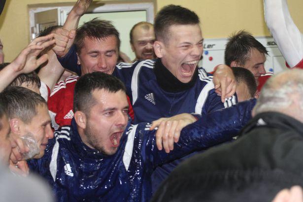 После игры эмоции переполняли игроков через край. Фото: Александр ТРИПУТЬКО.