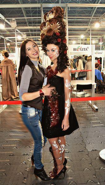 Виктория Семакович с сестрой Ингой, выступившей в роли модели