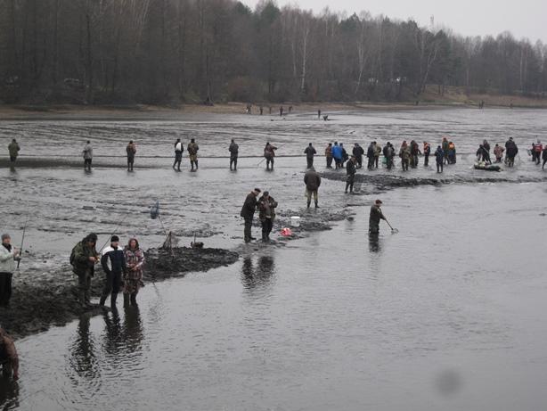 Власти разрешили вылавливать по 10 кг рыбы на одного человека. Фото: Татьяна НЕКРАШЕВИЧ.