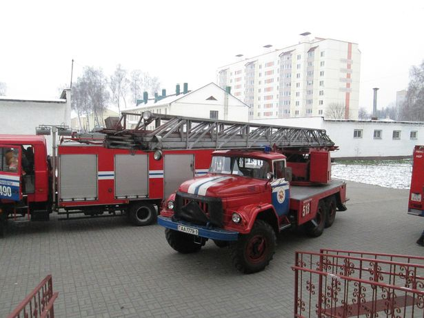 Было привлечено 12 единиц техники и 41 человек личного состава МЧС. Фото: Барановичский ГРОЧС