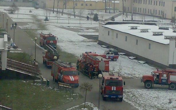 Во дворе БарГУ. Фото прислал читатель Intex-press