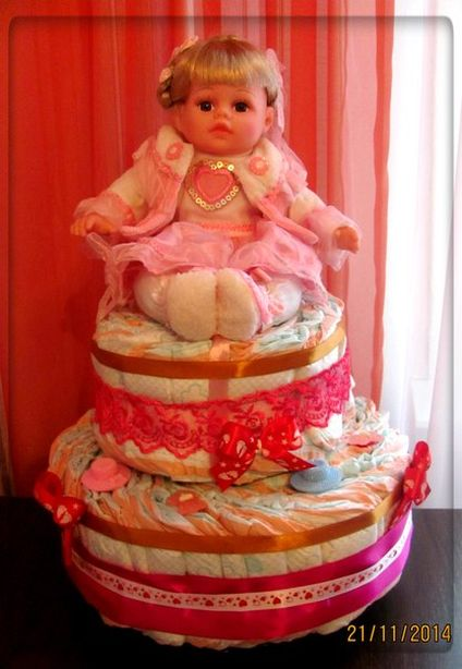 Торт из памперсов. Фото из архива автора.