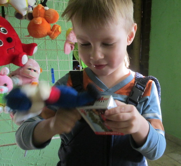 На ярмарке дети могли взять понравившуюся игрушку себе на память
