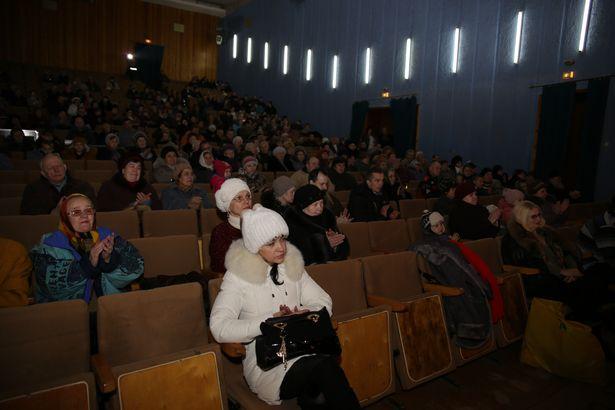 Зрители на праздничном концерте