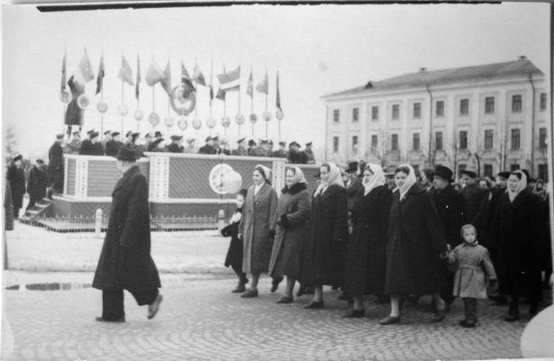 Парад 7 лістапада 1959 г. Здымак з калекцыі Руслана РАВЯКІ
