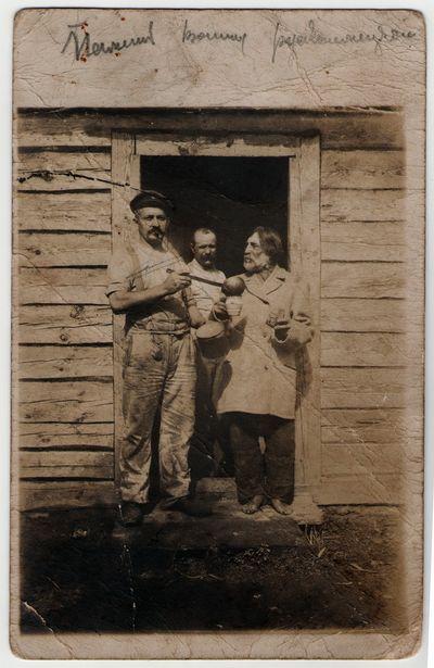 Нямецкі жаўнер і селянін з в. Жабінцы, 1917 год. Здымак з калекцыі Руслана РАВЯКІ