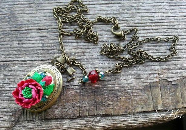 Кулон-медальон дизайнера украшений Полины Стрепетовой. Фото из архива автора.