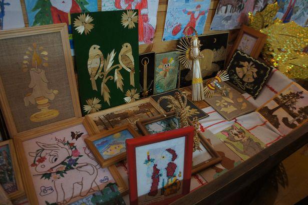 В скарбнице хранятся рисунки и поделки, которые дети присылают Деду Морозу. Фото: Ольга ШИРОКОСТУП
