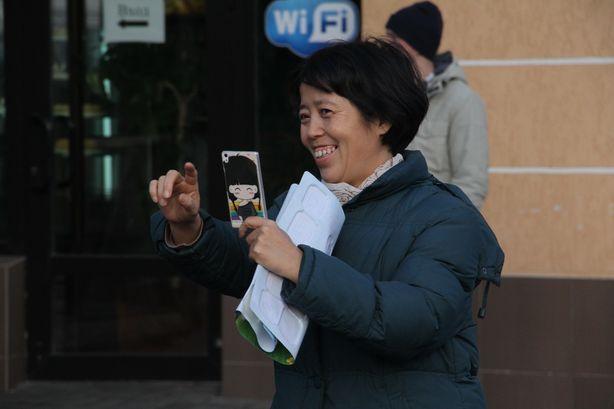 Иностранцы фотографировали наших людей. Фото: Александр ТРИПУТЬКО.