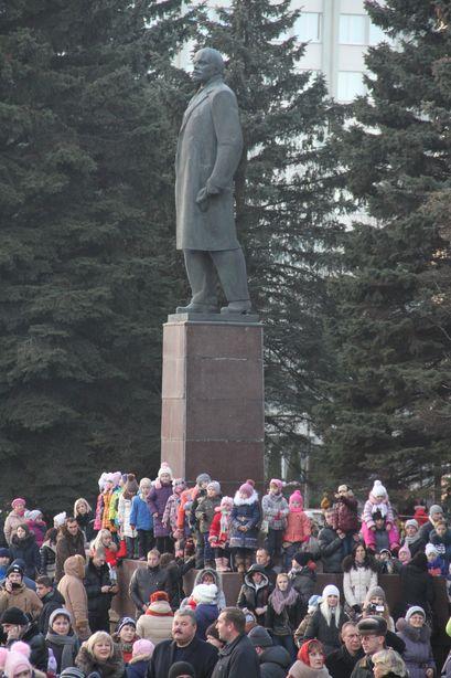 Места у сцены хватило не всем. Фото: Александр ТРИПУТЬКО.