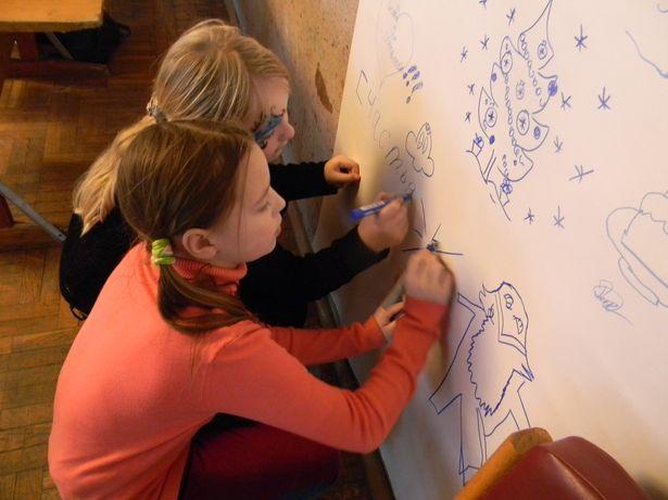 В гостевой книге каждый желающий мог написать и нарисовать всё, что ему вздумается