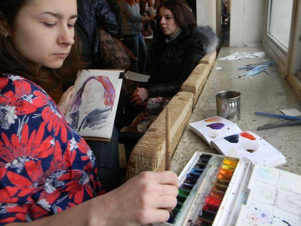 На фримаркете разыгрывались бесплатные рисунки от портретиста