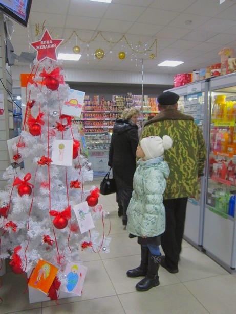 В Барановичах открылась ежегодная Елка желаний. Фото: Ольга ШИРОКОСТУП