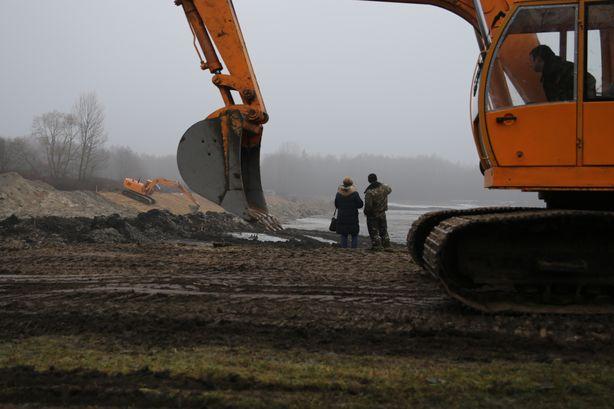 Строительство ведут специалисты Ивацевичского ПМС. Фото:Дмитрий МАКАРЕВИЧ
