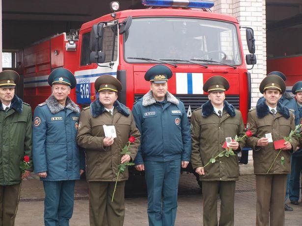 10 сотрудников Брестского ОУМЧС награждены медалью «За безупречную службу». Фото: Михаил МАТЯС