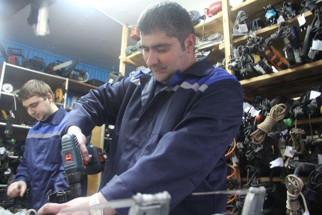 Дмитрий Пальчик, владелец мастерской по ремонту электробензоинструмента и магазина электроинструмента